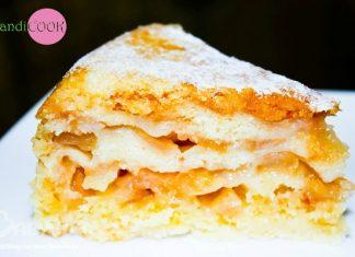 Соковитий манно-яблучний пиріг