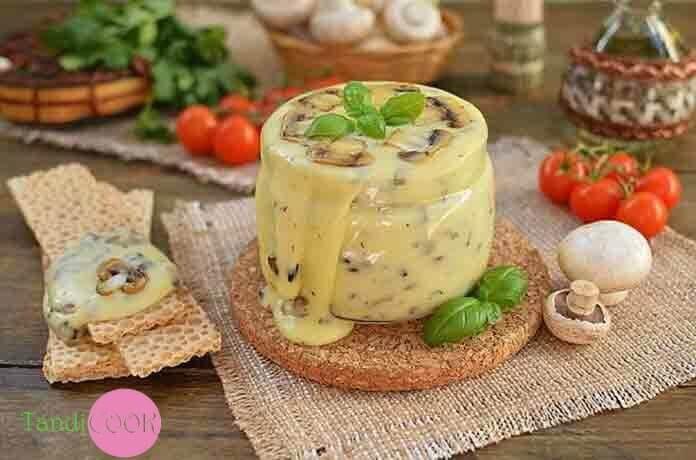 Домашній плавлений сир з печерицями