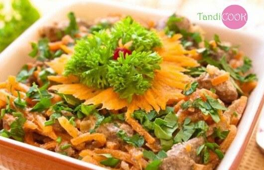 Салат з курячою печінкою
