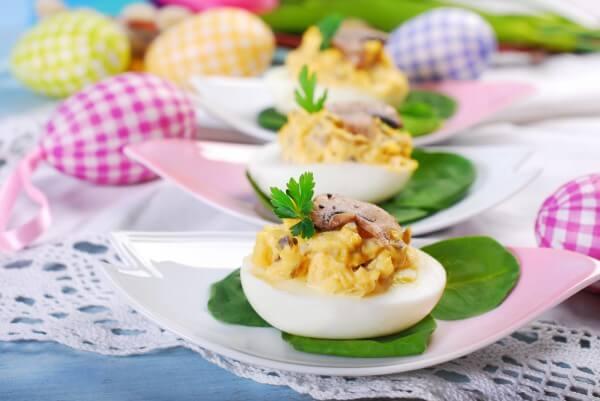 Великодні страви з фотографіями: готуємо фаршировані яйця