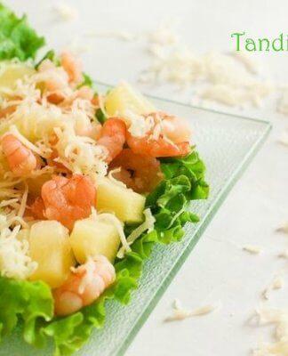 Салати з ананасами. 8 рецептів на святковий стіл