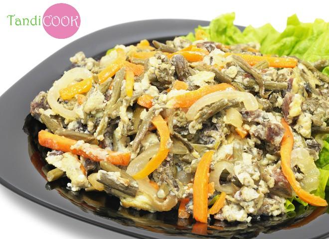 Салат з куркою, омлетом та корейською морквою