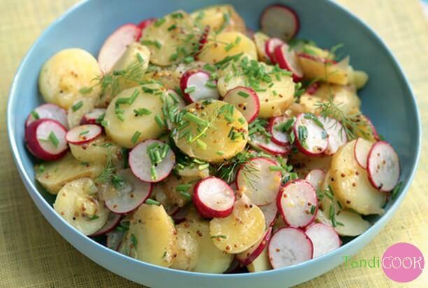 Весняний салат із редиски і картоплі