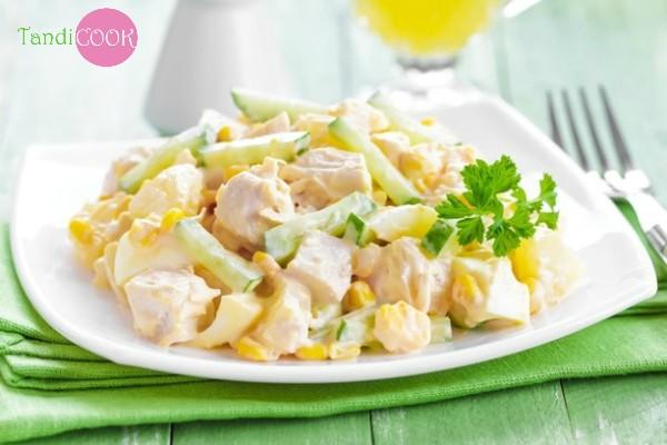 Салат з куркою та ананасами