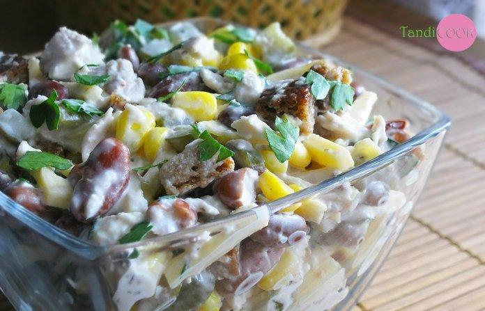 Салат з квасолею і куркою