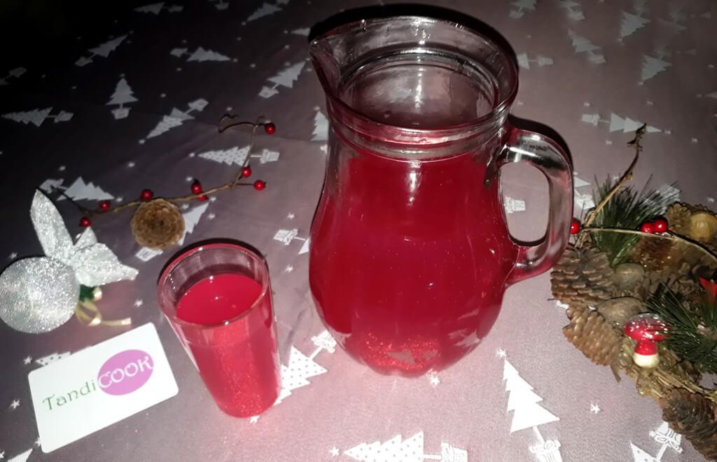 Напій, який подається у Свят Вечір, - кисіль. Кисіль готується із фруктових ягід та крохмалю.